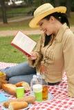 read książkowa target2023_0_ plenerowa pykniczna kobieta obraz royalty free