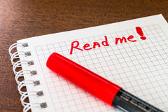 Read me sign in the notebook by red marker Royalty Free Stock Photos
