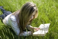 Reading. Girl reading a book outdoor Royalty Free Stock Photos