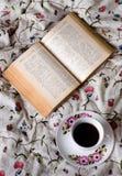 Reading  at bed Royalty Free Stock Photos