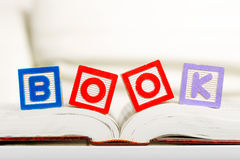 Reading book Royalty Free Stock Images