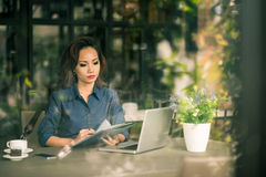 Reading business document Royalty Free Stock Photos