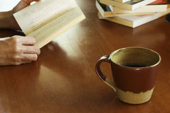Reading and coffee Royalty Free Stock Photos