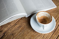 Reading a good book Royalty Free Stock Images
