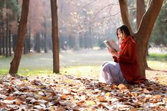Free Reading In Nature Is My Hobby,Girl Reading Book Outdoors Royalty Free Stock Images - 105771069