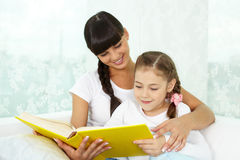 Reading with mother Royalty Free Stock Images