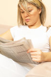 Reading news Royalty Free Stock Photos