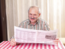 Reading the news Royalty Free Stock Images