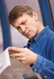 Reading the news Royalty Free Stock Photos