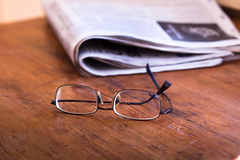 Reading newspapers Royalty Free Stock Images