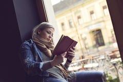 Reading a novel Royalty Free Stock Photos