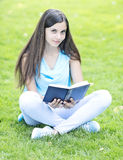 Reading outdoors Royalty Free Stock Photos