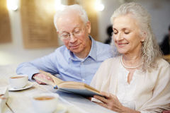 Reading on retirement Royalty Free Stock Photos