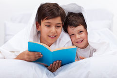 Reading to my brother Royalty Free Stock Images
