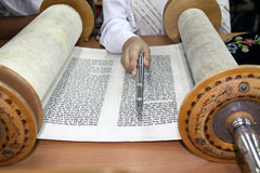 Reading a Torah scroll Royalty Free Stock Image