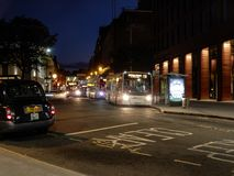 Station Road Reading. Reading Uk, 5th October 2017. Night Photo of the view down Station Road in Reading Town centre. Buses and a taxi are collecting passengers Stock Images