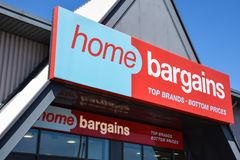 Home Bargains Sign. Reading, United Kingdom - May 05 2018:   The sign above the entrance of Home Bargains at Reading Link Retail Park Royalty Free Stock Photos