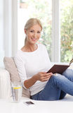 Reading woman portrait Royalty Free Stock Photography