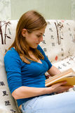 Reading Young Woman Royalty Free Stock Image