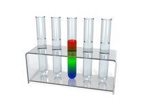 Reageerbuizen in een laboratoriumrek Stock Foto