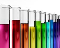Reageerbuizen met gekleurde vloeistoffen Stock Foto's