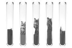 Reageerbuizen met golvende zwarte binnen vloeistoffen Stock Afbeeldingen