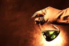 Reageerbuizen met kleurrijke vloeistoffen Stock Fotografie