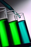Reagenzgläser im Wissenschafts-Forschungs-Labor Lizenzfreie Stockfotos