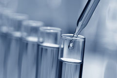 Reagenzgläser im Wissenschafts-Forschungs-Labor stockfoto