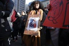 Reagrupe contra a proibição muçulmana do ` s de Donald Trump em Toronto imagem de stock royalty free