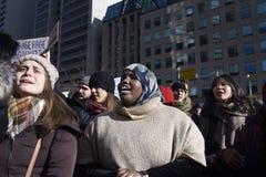 Reagrupe contra a proibição muçulmana do ` s de Donald Trump em Toronto foto de stock