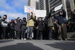Reagrupe contra a proibição muçulmana do ` s de Donald Trump em Toronto fotos de stock royalty free