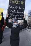 Reagrupe contra a proibição muçulmana do ` s de Donald Trump em Toronto imagem de stock