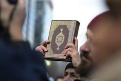 Reagrupe contra a proibição muçulmana do ` s de Donald Trump em Toronto fotografia de stock