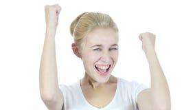 Reaktion auf Erfolg, Frau, die erfolgreich, jung, zujubelt und feiert, stock video footage
