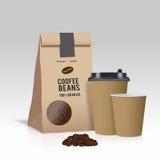 Realístico leve embora o copo de café de papel e o saco de papel marrom com feijões de café Ilustração do vetor Imagem de Stock Royalty Free