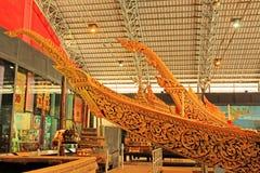 Real barge adentro el Museo Nacional de gabarras reales, Bangkok, Tailandia fotos de archivo libres de regalías