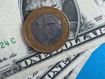 Real brasileño contra dólar de EE. UU. Imagen de archivo libre de regalías