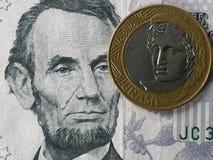 Real brasileiro contra o dólar americano Foto de Stock
