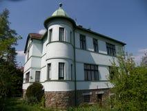 REAL ESTATE. Old villa with green garden Royalty Free Stock Photos