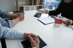 Real estate agent have meeting with customer. sale & purchase pr Royalty Free Stock Photos
