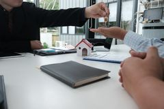 Real estate agent have meeting with customer. sale & purchase pr Royalty Free Stock Photography