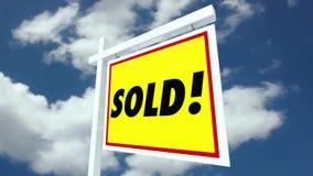 Real Estate alloggia per il segno di vendita che lancia alla casa venduta con Alpha Matte illustrazione vettoriale