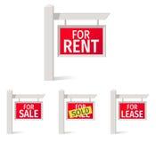 Real Estate assina, placa vermelha no polo Imagens de Stock