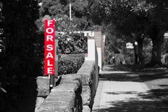 Real Estate Dla sprzedaż znaka Mieszkaniowego domu Zdjęcie Stock