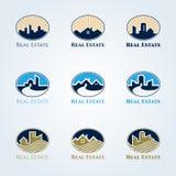 Real Estate-embleem vector vastgesteld ontwerp - huis en toren in ellipskader Royalty-vrije Stock Afbeelding