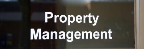Real Estate en het Kleinhandelsbureau van het Bezitsbeheer royalty-vrije stock afbeeldingen