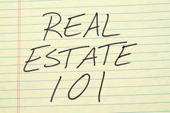 Real Estate 101 på ett gult lagligt block Royaltyfri Foto