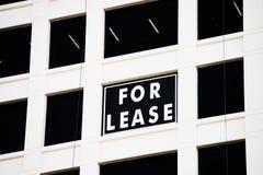 Real Estate para o aluguer assina a propaganda Fotos de Stock