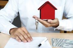 Real Estate voor verkoop en Verzekeringsconcept Stock Foto's
